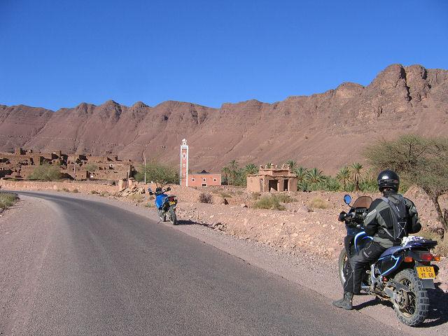 zagora en exemple , Qui a dit qur l'Amazigh est isolé, sans route et sans accès ? Bouazzer2